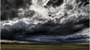 Czarne chmury nad Łysicą
