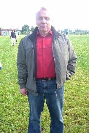 Stefan Guzek, były trener Zawiszy, wiosną 2009 roku był szkoleniowcem Toru Laskowice. Na zdjęciu w Laskowicach Pomorskich.
