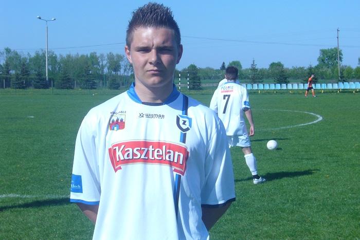 Zdobywca honorowej bramki w meczu z Tęczą Wiąg - Krzysztof Lenckowski na boisku rywala.