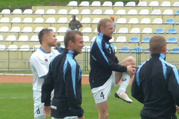 Przed przedmeczową rozgrzewką w Więcborku. Od lewej: Damian Cuper, Patryk Cuper, Rafał Piętka i Paweł Kanik (tyłem).