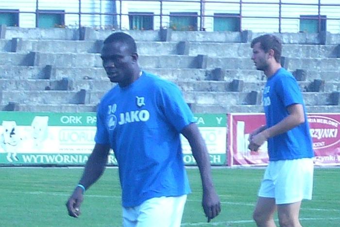 Na stadionie w Wąbrzeźnie: Benjamin Imeh (z lewej) i Tomasz Chałas.